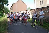 Běhu se zúčastnilo několik desítek závodníků. Někteří zvolili procházku, jiní koloběžku.