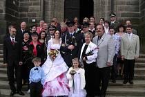 Manželský slib si v pravé poledne na chrudimské radnici dali rodák z Heřmanova Městce Vratislav Vávra se svou milou Terezou Jeníčkovou z Chrudimě.
