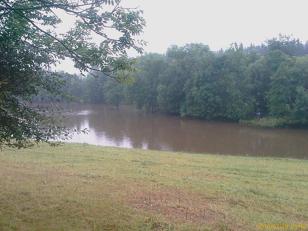 Záplavy zasáhly i okolí Trhové Kamenice.