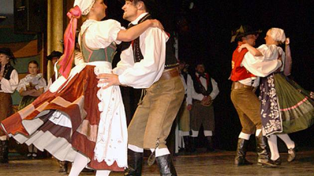 Divadlo Karla Pippicha hostilo v sobotu třetí Celonárodní přehlídku sokolských folklorních souborů.