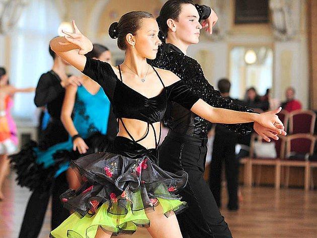 Mladé taneční páry soutěžily v taneční soutěži O chrudimskou loutku.