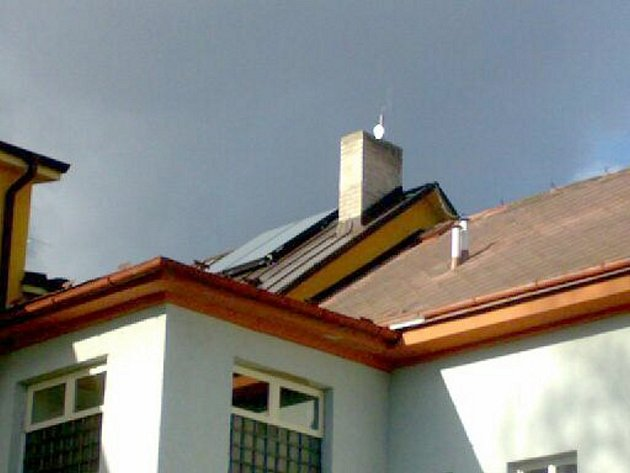 Panely na solární eneregii ohřívají vodu pro dům s pěčovatelskou službou.