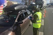 Výsadkáři pomáhají na polských hranicích