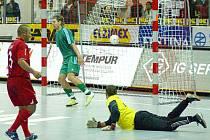 Jak se zrodil Mikanův gól ze 40. minuty utkání UEFA Futsal Cupu mezi Era-Packem a Skövde.