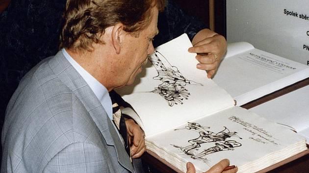 Dobové fotografie z návštěvy Václava Havla v Chrudimi 28.08.1996.