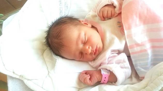 Nela (3,36 kg a 49 cm); 2.6. v 1:11; rodiče Veronika a Tomáš; Skuteč; tříletý brácha Mareček.