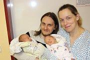 VÁCLAV (3,16 kg) a VÍT (3,09 kg) WÓJCIKOVI se poprvé představili rodičům Kateřině a Martinovi z Chrudimi a 1,5leté sestřičce Anežce 20.2. ve 12:25 a 12:26.