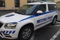 Výsledek řádění dvou pachatelů na voze městské policie