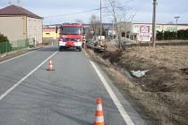 Posádka světlého Fiata byla při nehodě ušetřena zranění. Řidič odešel po svých.