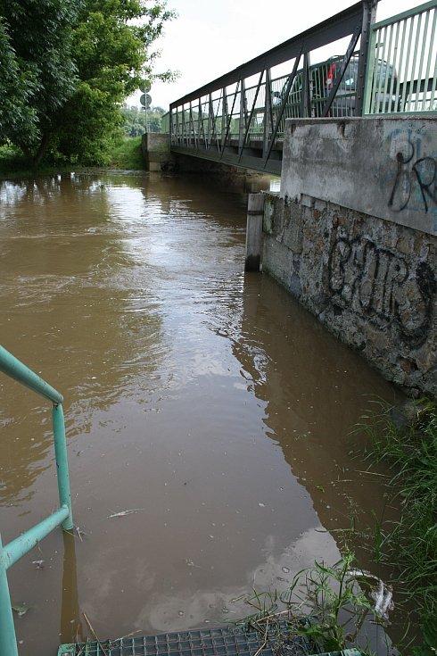 U Úhřetic kulminovala Novohradka v noci, během dopoledne poklesla hladina o pár centimetrů. Řeka nenapáchala téměř žádné škody, při minulých povodních bylo mnohem hůř