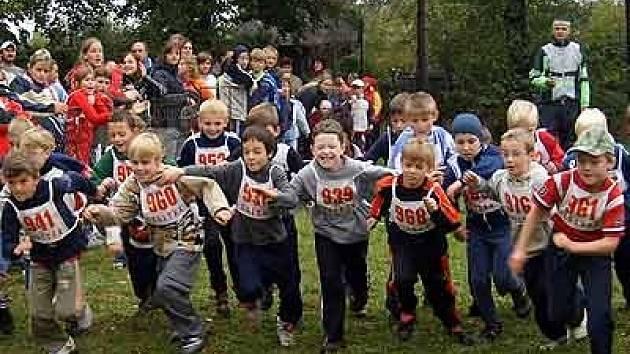 Závody školáků v přespolním běhu.