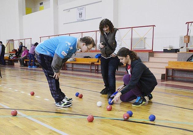 Turnaje vbocie se zúčastnilo sedmnáct sportovců.