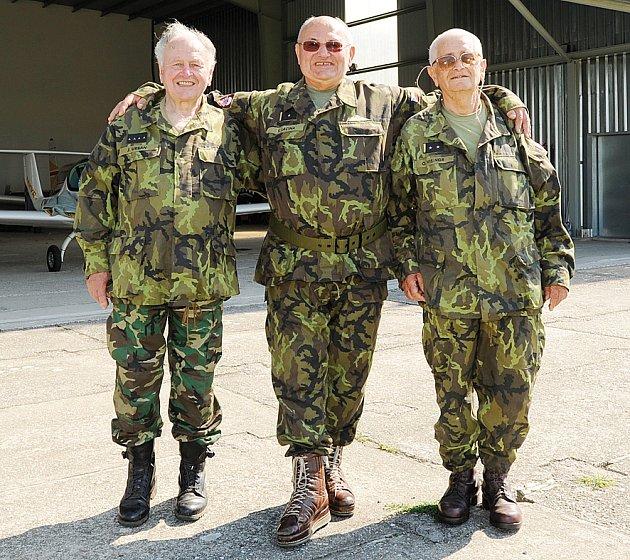 Parašutisté veteráni závodili na skutečském letišti.