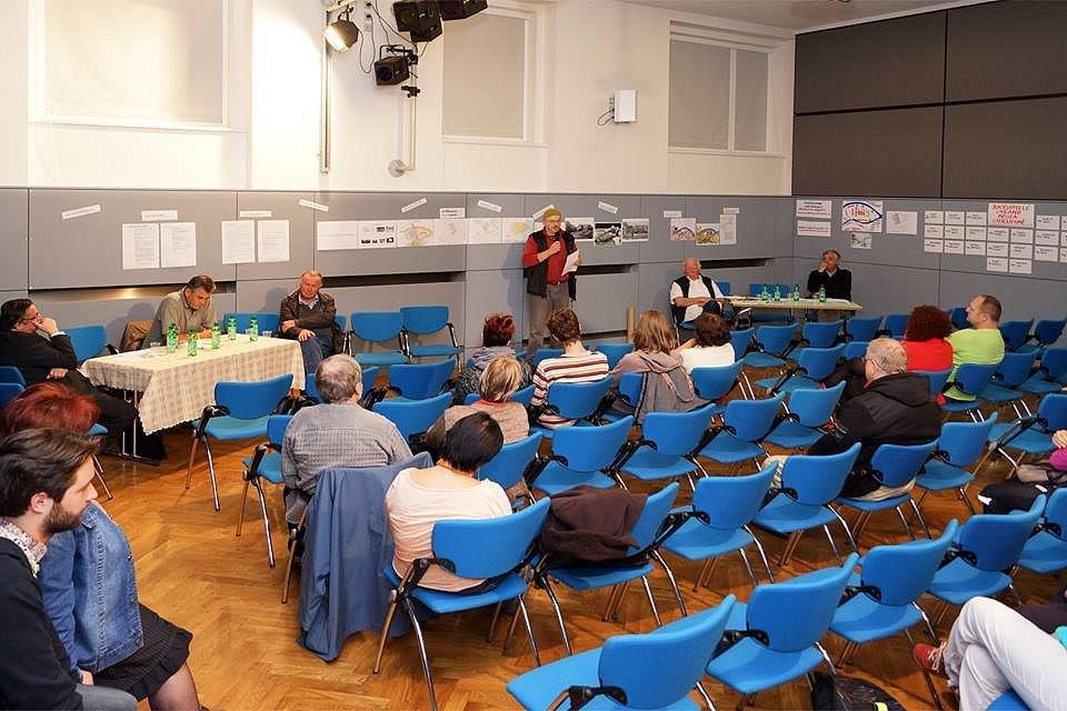 Ve Spolkovém domě v Chrudimi se diskutovalo o budoucnosti areálu bývalého letního kina.