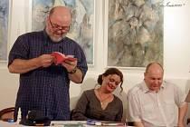 Autorského čtení doplnila živá hudba v podání zpěvačky Jolany Brannyové a kontrabasisty Daniela Vlčka