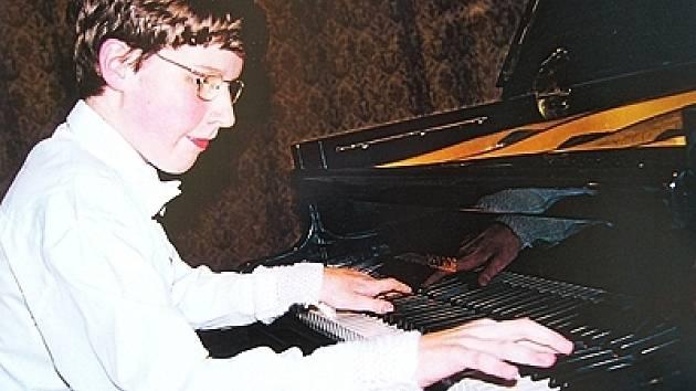 Klavírista Lukáš Vondráček.