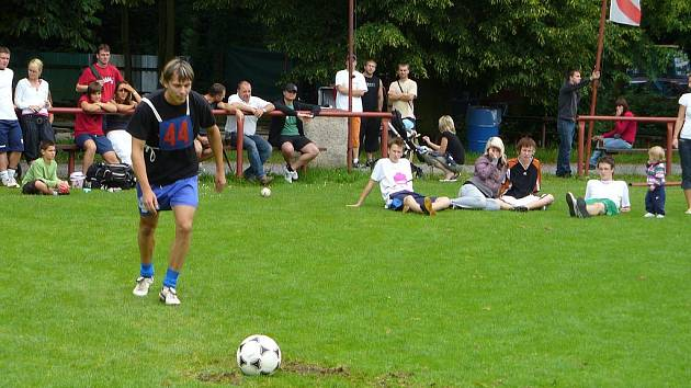 Ze sedmého ročníku Heřmanoměstecké penalty.