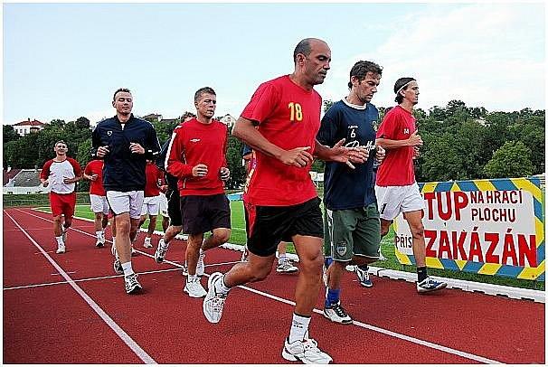 Futsalisté Era-Packu při tréninku na letním stadionu v Chrudimi.