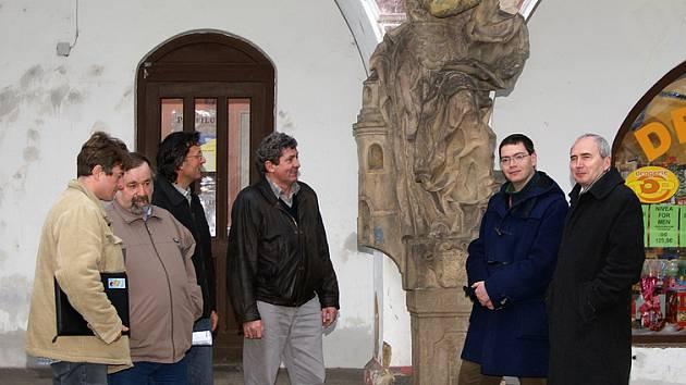 Zástupci města navštívili město Dašice, aby jednali o zápůjčce barokních soch, které se mají stát exponáty nového muzea.