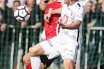 Duel Fortuna národní ligy mezi MFK Chrudim (v červenočerném) a FC Hradec Králové.