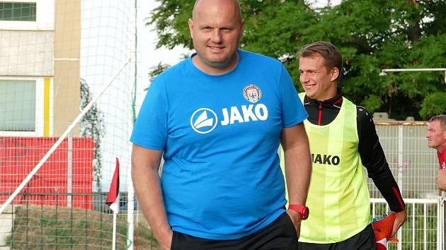 Trenér Veselý (na snímku) jde v pondělí s celým týmem po měsíční nucené pauze zpět do akce.