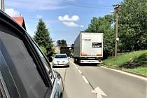 Dycky most! Holetín je pastí pro kamiony