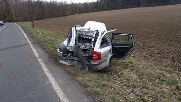 Dne 10. dubna 2013 v 11:45 došlo na silnici II/358 mezi obcemi Přibylov a Podlažice k dopravní nehodě. . Řidička osobního vozu Škoda Octavia skončila s vozem v příkopu.