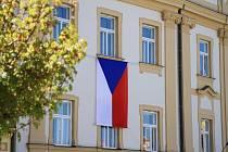 Zavlála vlajka za první uzdravené