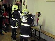Mladí hasiči simulovali práci integrovaného záchranného systému.