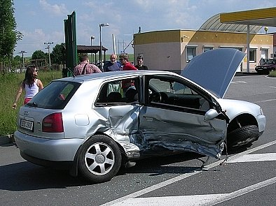 Střet byl pro vůz Audi zničující.