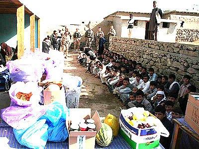 Chrudimští vojáci pomáhali sirotkům v Afghanistanu.
