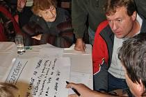 V hlinecké Orlovně řešili občané deset problémů města.