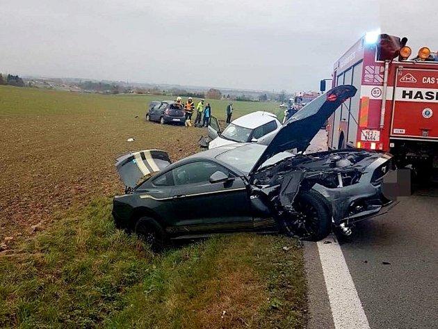 Nehoda tří osobních vozidel u obce Bylany.