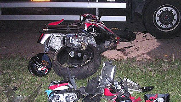 Z motorky zbyl jen kovový šrot.