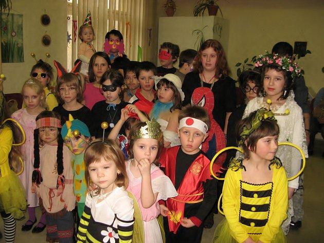 Děti se bavily na karnevalu v Domově dětí a mládeže v Chrudimi.