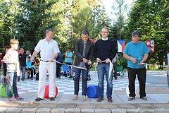 Společenské hřiště v zámeckém parku pokřtil turnaj v pétanque.