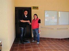 Nově otevřená zastávka a veřejné toalety v Seči