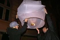 Na oslavu novéro roku 2010 se v Chrudimi vznesly k obloze lampiony štěstí.