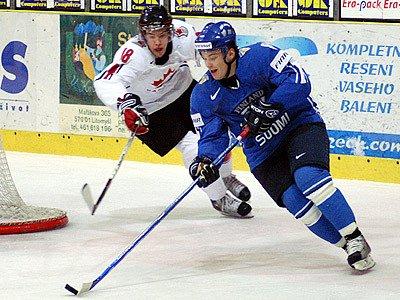 """Lahůdkou pro chrudimské diváky bylo přípravné utkání na MS """"20"""" mezi Kanadou a Finskem sehrané na mítním ZS."""