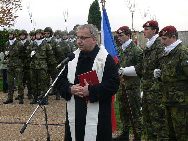 Na hřbitově U Kříže v Chrudimi se uskutečnil pietní akt u příležitosti Dne válečných veteránů.