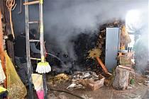U baráku hořel dřevník