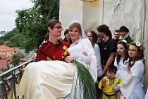 Dne 12. září 2009 před polednem si řekla Marie Novotná z Třemošnice a Jakub Vaněk z Mladé Boleslavi v kostele sv. Jana Křtitele v obci Běstvina společné ano.
