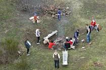 Jarní setkání pod rozhlednou Barborka v Horních Raškovicích.