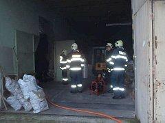 Ve firmě v Chrasti hořel stroj na výrobu bublinkové fólie.