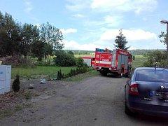 V Kraskově hořela louka od sloupu vysokého napětí.