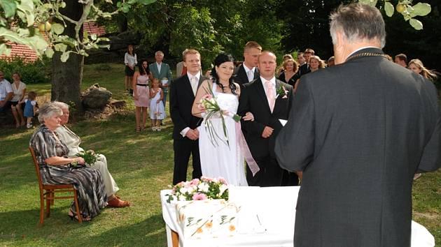 Svatba Ludmily Cachové a Romana Blažka  se konala uprostřed přírody.