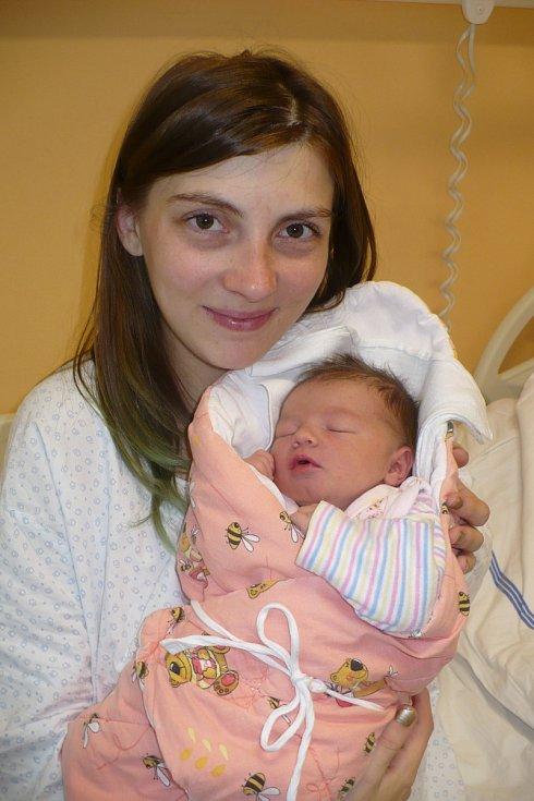 IZABELA HOLMANOVÁ (3 kg a 47 cm) se poprvé ozvala rodičům Ivaně a Martinovi ze Sezemic 13.10. v 17:14.
