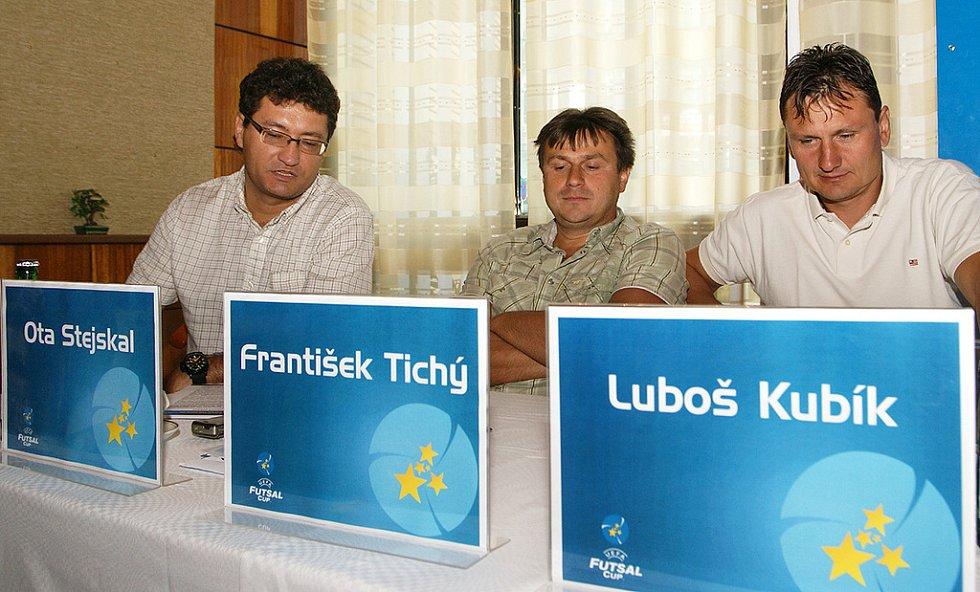 Na tiskové konferenci zleva Ota Stejskal, František Tichý a Luboš Kubík.