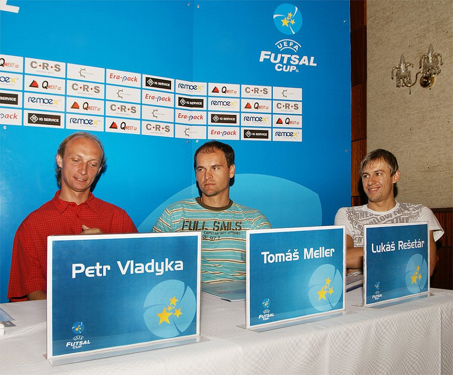 Za hráčský kádr se tiskovky zúčastnili zleva Petr Vladyka, Tomáš Meller a Lukáš Rešetár.