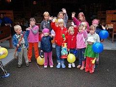 Sčský kemp překvapil a potěšil především dětské návštěvníky v deštivém dni uspořádáním zábavného sportovně soutěžního dne.